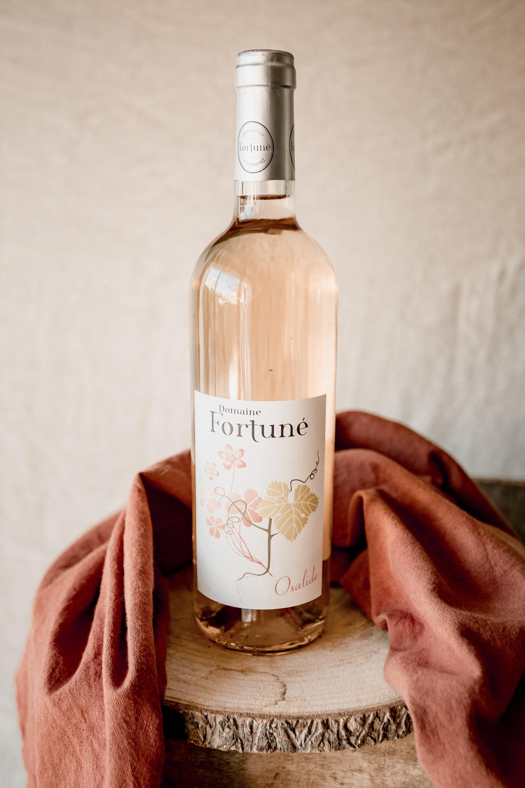 Vin bio rosé Oxalyde : bouteille et verre de vin